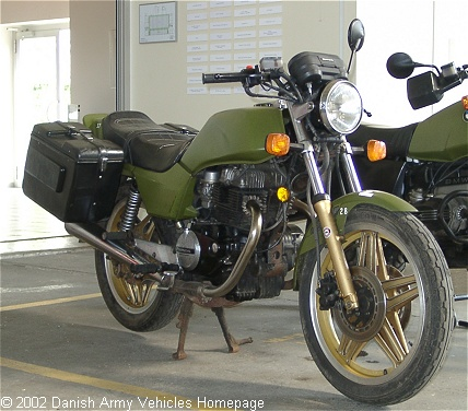 Honda CB400N, 2 x 1, 12V (Front view, right side)