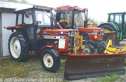 International Harvester 384, 4 x 2, 12V, D (Front view, right side)
