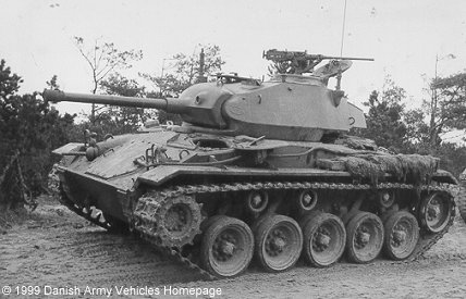 M24 Chaffee (Side view, left side)