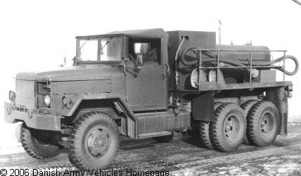 REO M9, 6 x 6, 24V (Front view, left side)