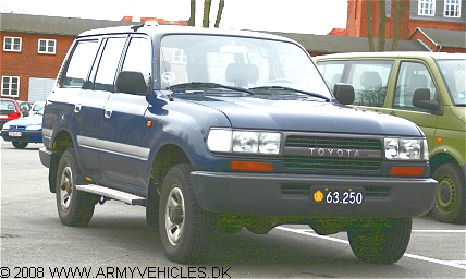 Toyota HZJ80, 4 x 4, 12V (Front view, right side)